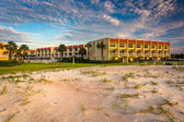 Sand dunes and beachfront hotel at St. Augustine Beach, Florida. — Stock Photo