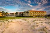 Sanddünen und strandhotel in st. augustine beach, florida. — Stockfoto