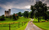 Silos and driveway on a farm in rural Southern York County, Penn — Stock Photo