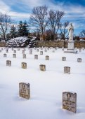 Snow covered cemetary at the National Shrine of Saint Elizabeth  — Stock Photo