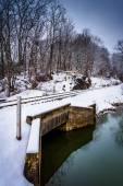 заснеженные железнодорожный мост через ручей в сельских игр кэрролл — Стоковое фото