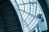Staircase and large glass dome in Towson Town Center, Maryland.  — Stock fotografie