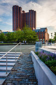 Stairs and the InterContinental Harbor Court Hotel in Baltimore, — Stock Photo