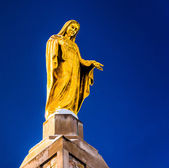 Statue on top of The National Shrine Grotto of Lourdes in Emmits — Stock Photo