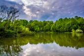 Storm clouds over Centennial Lake, at Centennial Park in Columbi — Stock Photo
