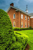 Storm clouds over bushes and a building at the Lutheran Seminary — Stock Photo