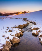 Stream and barn in a snow-covered farm field in eastern York Cou — Stock Photo