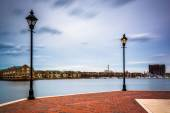 Streetlamps and the Waterfront Promenade in Fells Point, Baltimo — Stock Photo