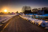 Sunset over a country road during the winter in rural York Count — Stock fotografie