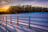Sunset over a farm field in rural Carroll County, Maryland.  — Stock fotografie
