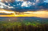 Solnedgång över shenandoah dalen från skyline drive i shenando — Stockfoto