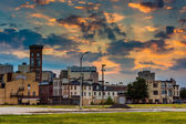 Sunset over the abandoned Old Town Mall in Baltimore, Maryland.  — Stock Photo