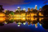 The Atlanta skyline reflecting in Lake Clara Meer in Piedmont Pa — Stock Photo
