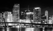 The Miami Skyline at night, seen from Watson Island, Miami, Flor — Stock Photo