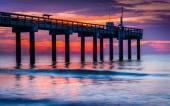 The fishing pier at sunrise, in St. Augustine Beach, Florida.  — Stock Photo