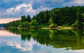 The shore of Lake Marburg, at Codorus State Park, Pennsylvania.  — Stockfoto