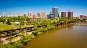 The skyline and James River in Richmond, Virginia.  — Stockfoto
