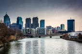 The skyline and Schuylkill River in Philadelphia, Pennsylvania.  — ストック写真