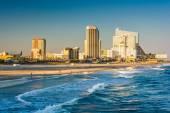 The skyline and Atlantic Ocean in Atlantic City, New Jersey.  — Stock Photo