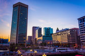 The skyline at sunset, at the Inner Harbor in Baltimore, Marylan — Stockfoto