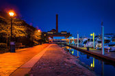 The waterfront at night in Canton, Baltimore, Maryland.  — Stock Photo