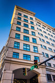 Traffic light and building in downtown Wilmington, Delaware.  — Stock Photo