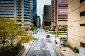 View of Charles Street from an elevated walkway in Baltimore, Ma — Photo
