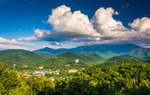 View of Gatlinburg, seen from Foothills Parkway in Great Smoky M — Stock Photo