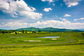 View of a golf course and distant mountains at Canaan Valley Sta — Stock Photo