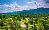 Karavan Parkı ve Dağları yakınında keyser, Batı Virjinya. — Stok fotoğraf