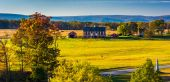 View of battlefields and a red barn in Gettysburg, Pennsylvania. — Stock Photo