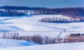 Vista de colinas cubiertas de nieve en rural pennsyl, condado de york — Foto de Stock