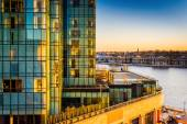 View of the Legg Mason Building and waterfront at sunset, in Bal — Stock Photo
