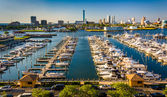 View of the skyline and Frank S. Farley State Marina from the Go — Stock Photo