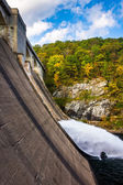 Water flowing from Prettyboy Dam into the Gunpowder River, in Ba — Stock Photo