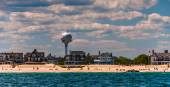 Water tower and beach houses on the Atlantic shore in Point Plea — Stock Photo