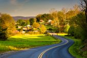 Windy country road in the Shenandoah Valley, Virginia.  — Stock Photo