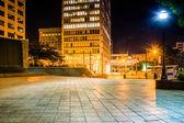 Woodruff Park and buildings at night in downtown Atlanta, Georgi — Stock Photo