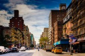 7th Avenue, seen from 23rd Street in Manhattan, New York. — Stock Photo