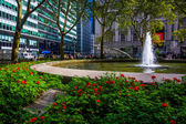 Flowers and fountains at Bowling Green, in Lower Manhattan, New — Stock Photo