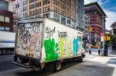Grafiti kapalı kamyon manhattan, new york. — Stok fotoğraf
