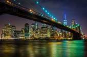 The Brooklyn Bridge and Manhattan Skyline at night seen from Bro — Photo
