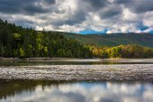 Clouds and mountains reflecting in Otter Cove at Acadia National — Stock Photo