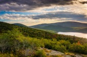 Evening view of Eagle Lake from the road to Caddilac Mountain in — Stock Photo