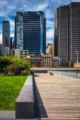 View of buildings in the Financial District from Pier 15, at Sou — Stock Photo