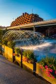 Fountains and flowers on the waterfront in Georgetown, Washingto — Stock fotografie