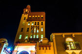 24 Cathedral Place at night in St. Augustine, Florida.  — ストック写真