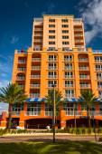 Colorful large hotel in Clearwater Beach, Florida. — Stock Photo