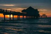 Pier van de visserij in de Golf van Mexico bij zonsondergang, Clearwater Beach, — Stockfoto