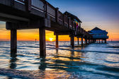 Fishing pier in the Gulf of Mexico at sunset,  Clearwater Beach, — Stock Photo
